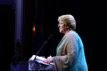 La candidata presentando su programa de gobierno. Foto CC BY(Michelle Bachelet)-BY-SA.