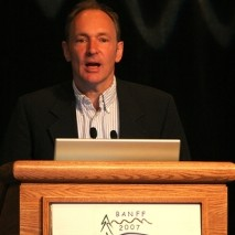Tim Berners Lee, uno de los creadores de Internet. Foto CC BY( mmmmmrob)-NC-SA
