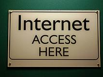 Cada vez que entramos a Internet, se nos asigna un número que nos identifica. La ley chilena obliga a los proveedores a guardar registro de esta información. CC BY (Steve Rhode)