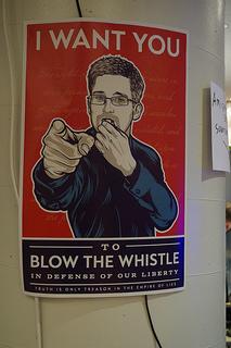 Las revelaciones de espionaje masivo aportadas por Edward Snowden nos indican que la seguridad es un aspecto fundamental a considerar al momento de elegir una solución tecnológica. CC BY (mlcastle) - SA