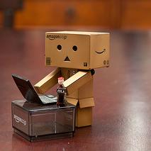 Un autómata enviando un correo electrónico CC BY (vmabney) NC-ND